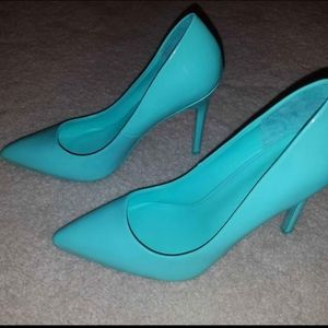 Never worn teal shoes. Size 8